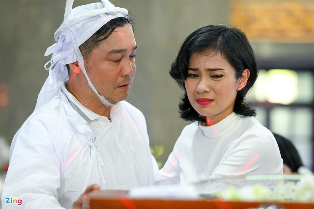 Việt Trinh, Giáng My khóc trong tang lễ NSND Lý Huỳnh-4