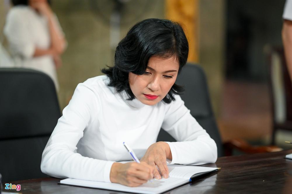 Việt Trinh, Giáng My khóc trong tang lễ NSND Lý Huỳnh-6