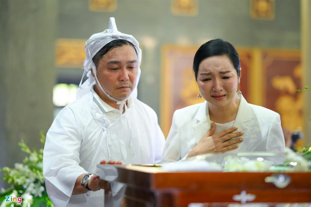 Việt Trinh, Giáng My khóc trong tang lễ NSND Lý Huỳnh-8