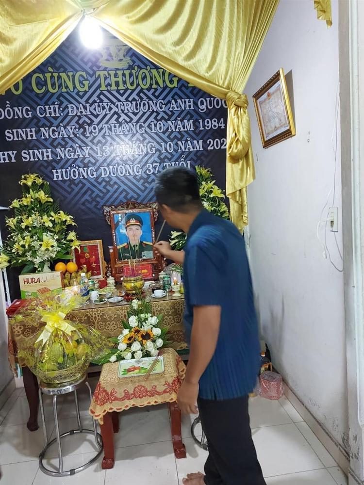 Hương Giang - Matt Liu âm thầm đến lễ tang chiến sĩ hy sinh ở Rào Trăng 3-1