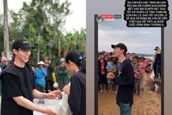 Erik vừa hỗ trợ vừa hát động viên bà con khi đi cứu trợ lũ lụt miền Trung