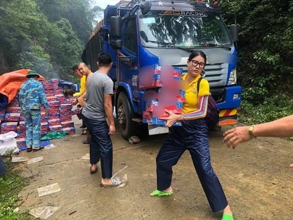 Cháy hàng mẫu balo bình dân của Thủy Tiên và loạt nghệ sĩ cứu trợ lũ lụt-7