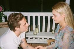 Brooklyn Beckham hoãn cưới?