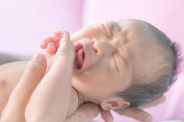 Thái Bình: Bé sơ sinh 3 ngày tuổi phát hiện bị mắc bệnh lậu do lây từ mẹ-1