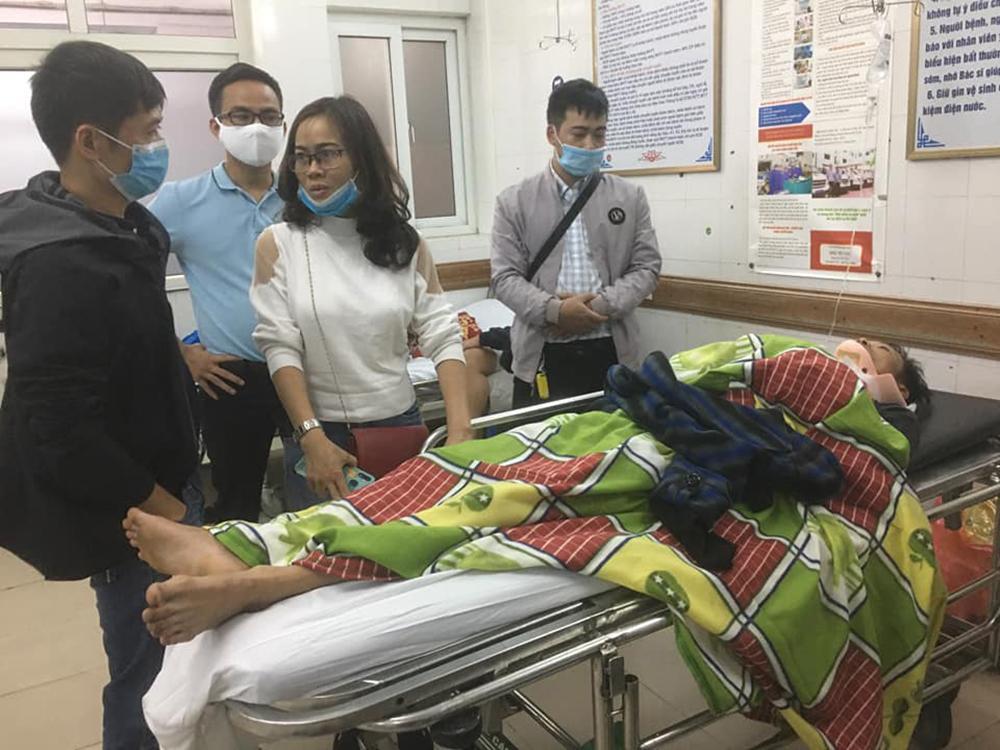 Vợ tài xế chở hàng cứu trợ miền Trung bị lật xe: Anh chấn thương sọ não, mê man không nhận ra ai-2