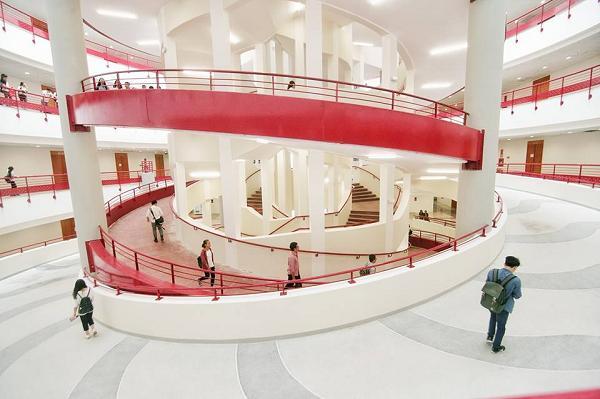 Những ngôi trường check-in xịn sò khiến sinh viên chăm chỉ đi học mỗi ngày-16