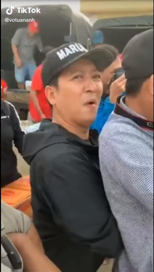 Bị đạp chân khi làm từ thiện miền Trung, Trường Giang phản ứng bất ngờ-4