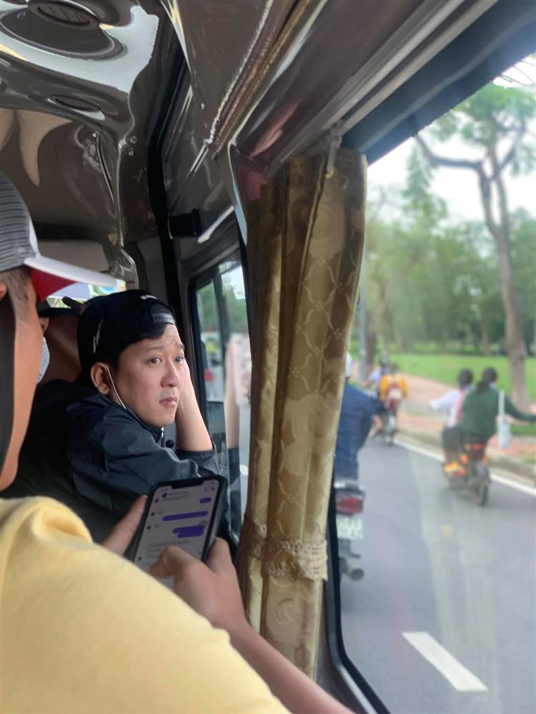 Bị đạp chân khi làm từ thiện miền Trung, Trường Giang phản ứng bất ngờ-3