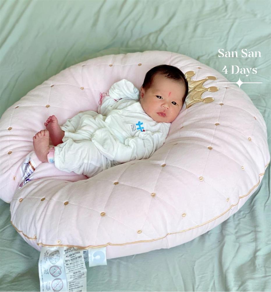 Hằng Túi khoe ảnh cận mặt con gái thứ 5, ngoại hình em bé mới sinh gây chú ý-5
