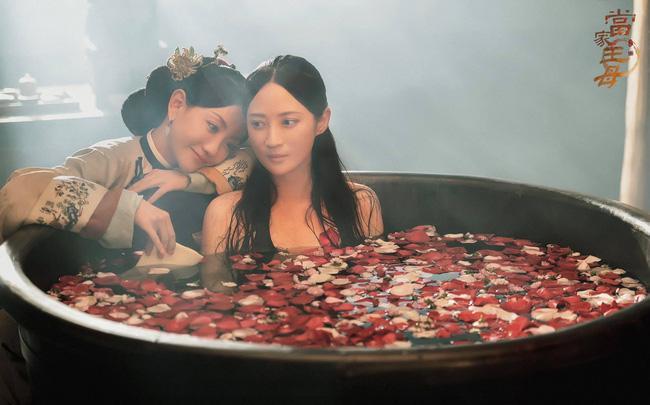 Cảnh tắm bồn của 2 mỹ nữ CBiz gây sốc, biết người đứng sau tạo chiêu trò netizen càng hốt hoảng hơn-1