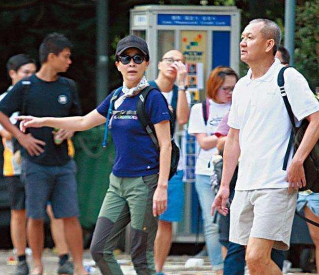 Từng cạch mặt nhau vì một người đàn ông, 2 mỹ nhân đình đám Hong Kong này bất ngờ hội ngộ-4