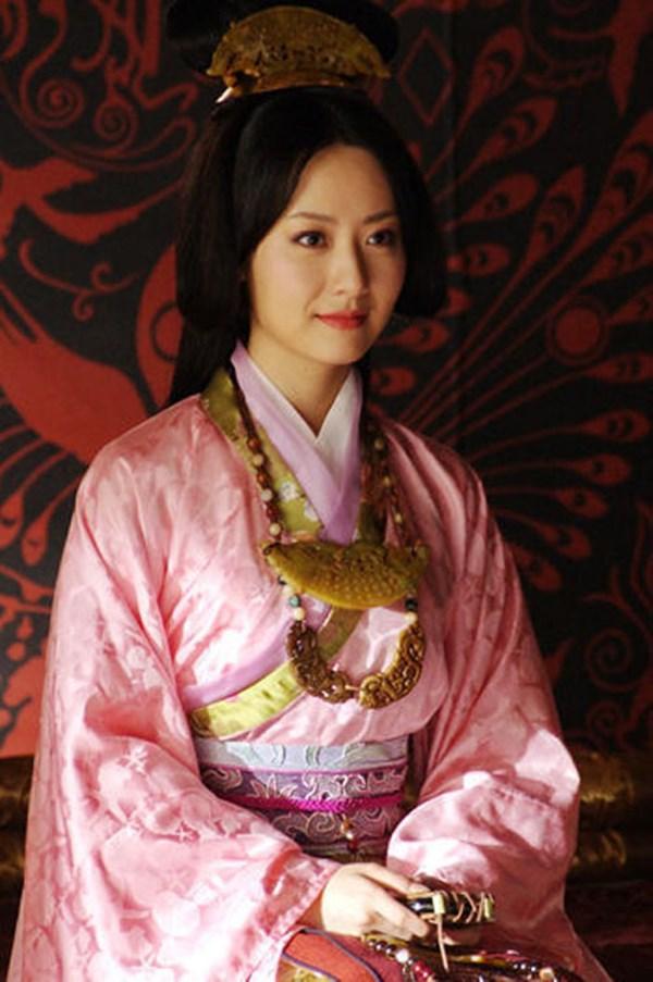 Kim Hee Sun Trung Quốc: Mang tiếng bồ nhí Thành Long, ly hôn vì chồng đồng tính-2