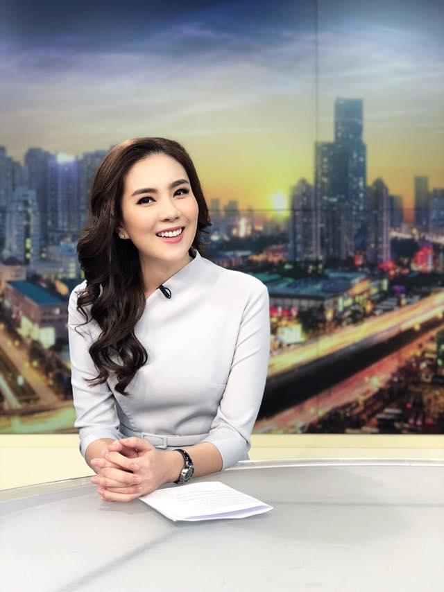 MC Mai Ngọc bụng đau quặn từng hồi khi dẫn bản tin trực tiếp-1