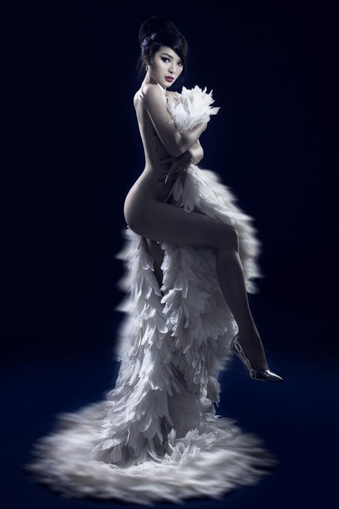 Phương Trinh Jolie gây sốt với hình bán nude nửa kín nửa hở-2