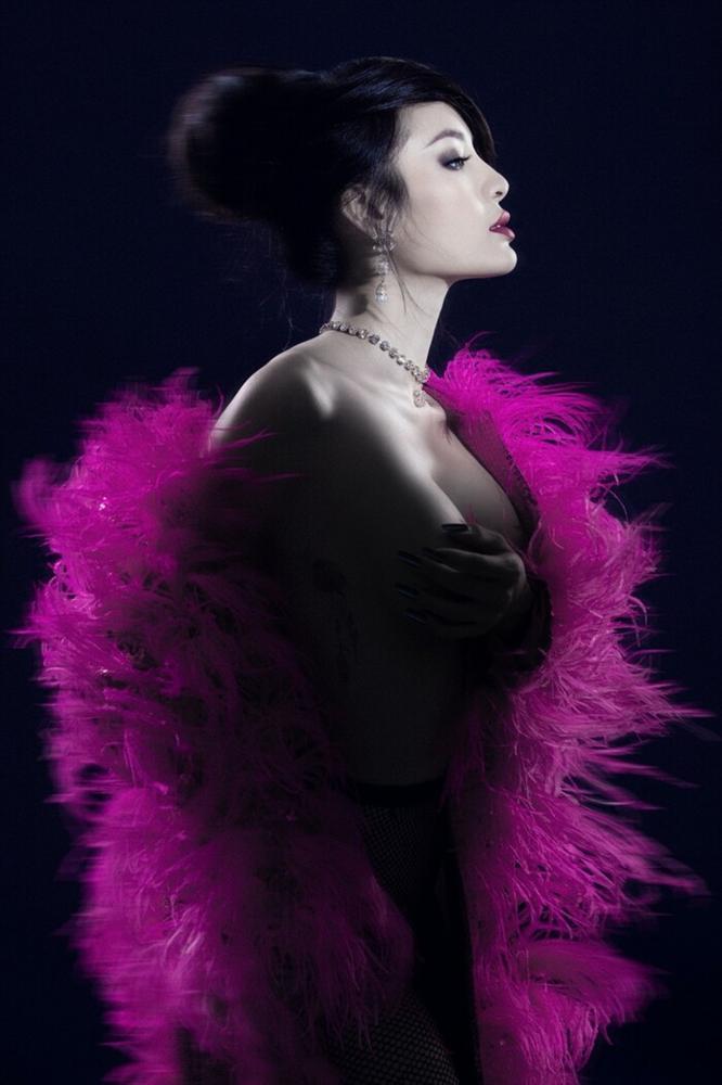 Phương Trinh Jolie gây sốt với hình bán nude nửa kín nửa hở-5