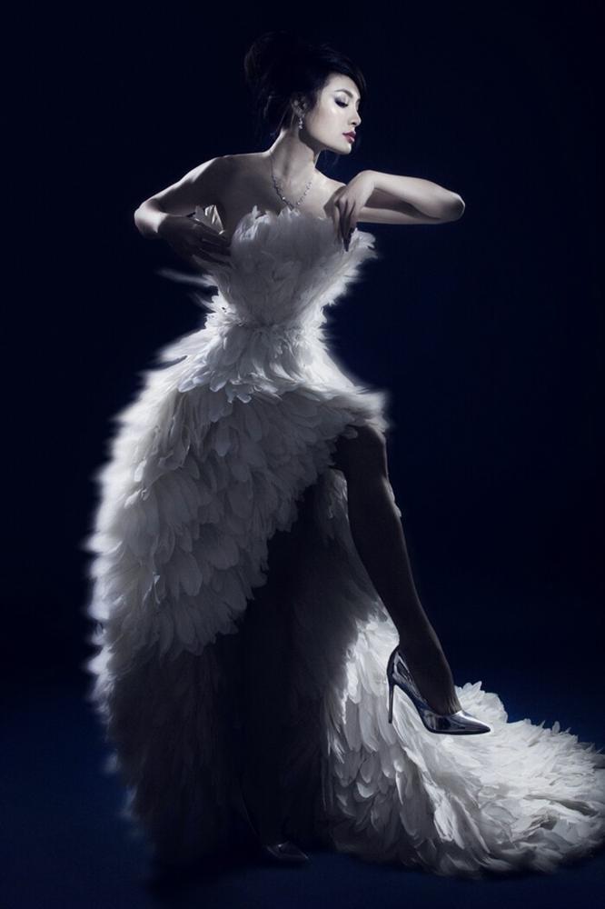 Phương Trinh Jolie gây sốt với hình bán nude nửa kín nửa hở-6