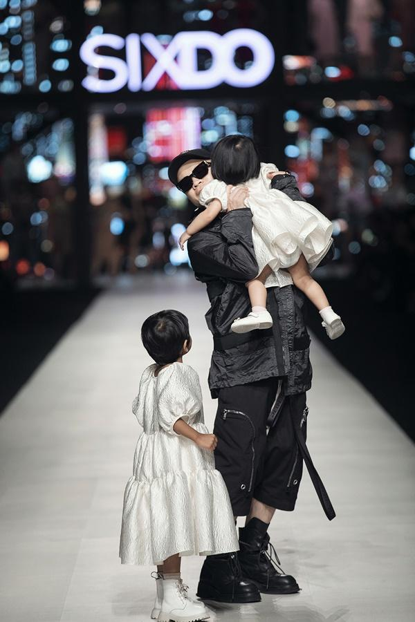 Ninh Dương Lan Ngọc bế nhóc tì 5 tháng tuổi nhà Đỗ Mạnh Cường catwalk gây bất ngờ-7