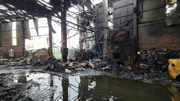 Bắc Ninh: Nổ lò hơi gây cháy xưởng sản xuất giấy khiến 2 người thương vong-2