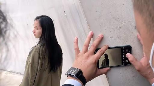Thích thú hình ảnh hàng trăm người xếp hàng chờ được chú bảo vệ chụp ảnh hộ-4