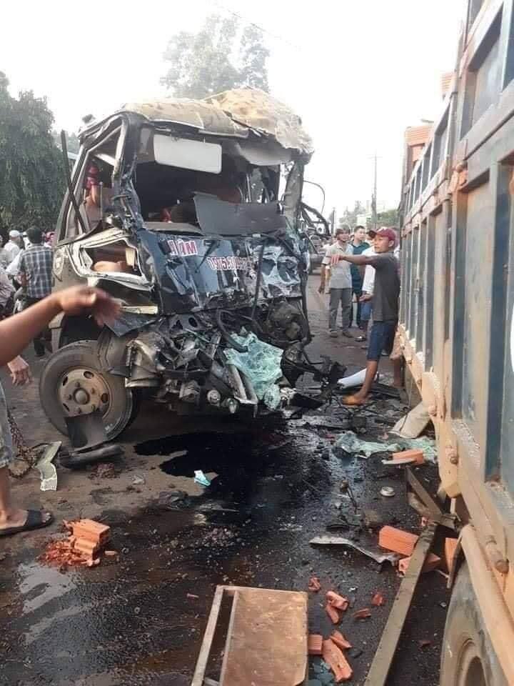Kinh hoàng: Xe khách đấu đầu xe tải, 1 tài xế tử vong ở Đồng Nai-2