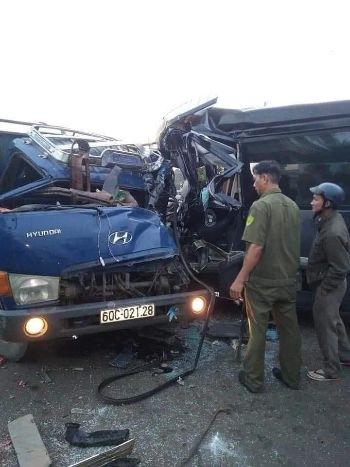 Kinh hoàng: Xe khách đấu đầu xe tải, 1 tài xế tử vong ở Đồng Nai-1