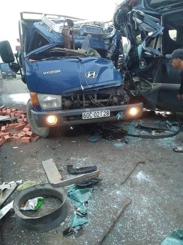 Kinh hoàng: Xe khách đấu đầu xe tải, 1 tài xế tử vong ở Đồng Nai-6