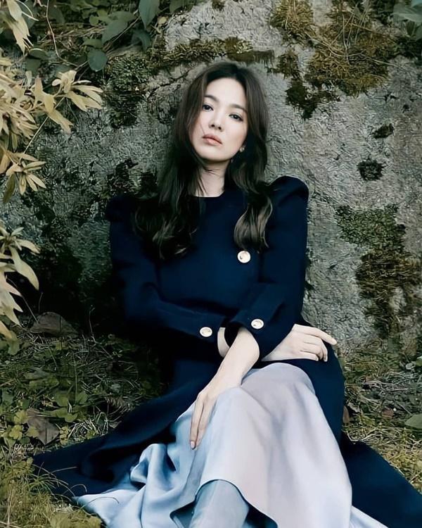 Mới nghe đồn Song Hye Kyo sánh đôi với Lee Jong Suk, netizen đã ném đá nhà gái-2