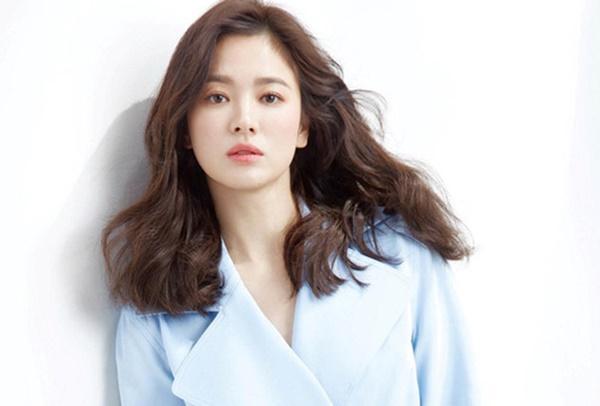 Mới nghe đồn Song Hye Kyo sánh đôi với Lee Jong Suk, netizen đã ném đá nhà gái-4