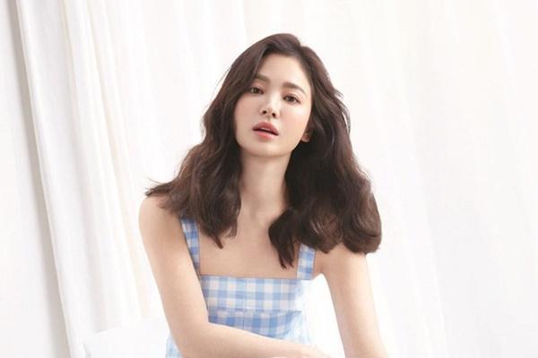 Mới nghe đồn Song Hye Kyo sánh đôi với Lee Jong Suk, netizen đã ném đá nhà gái-5