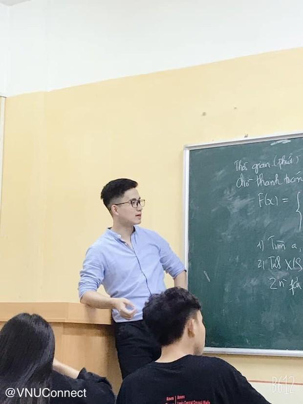 Thầy giáo soái ca bị sinh viên tung loạt ảnh chụp lén đẹp muốn xỉu lên mạng-1
