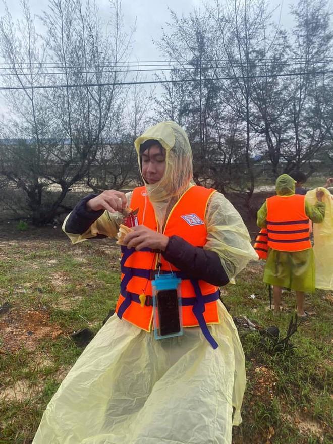 Bị chê đi từ thiện mà răng trắng thế, Hồ Việt Trung bức xúc: Để con nhổ hết cho zừa-1