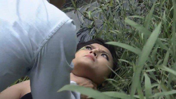 Cảnh bóp cổ trên màn ảnh Việt: Quỳnh Nga bị ám ảnh, Hồng Diễm chả thấy đau-4
