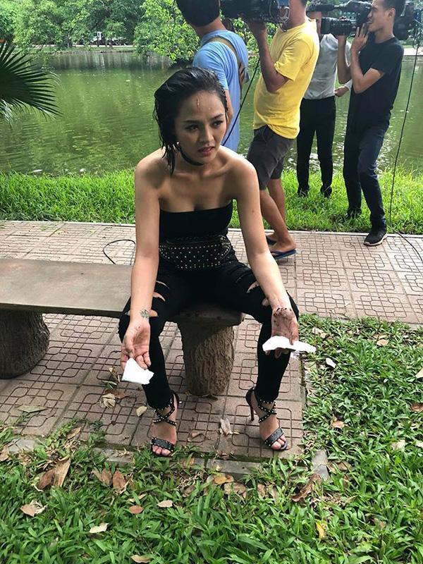 Cảnh bóp cổ trên màn ảnh Việt: Quỳnh Nga bị ám ảnh, Hồng Diễm chả thấy đau-5