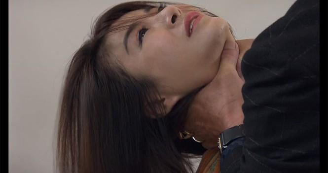Cảnh bóp cổ trên màn ảnh Việt: Quỳnh Nga bị ám ảnh, Hồng Diễm chả thấy đau-7