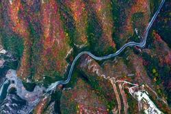 Cảnh thu tuyệt sắc của ngọn núi ở Trung Quốc
