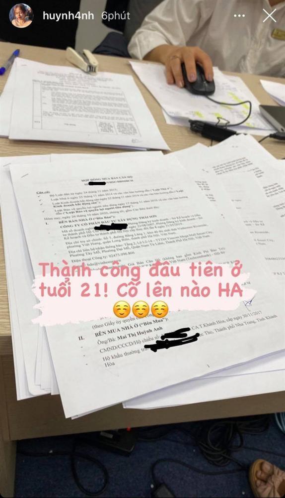 Hé lộ ảnh bạn gái Quang Hải đi làm thủ tục mua nhà ở tuổi 21-1