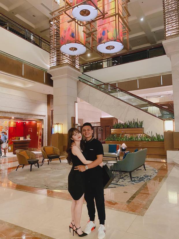 Hé lộ ảnh bạn gái Quang Hải đi làm thủ tục mua nhà ở tuổi 21-2