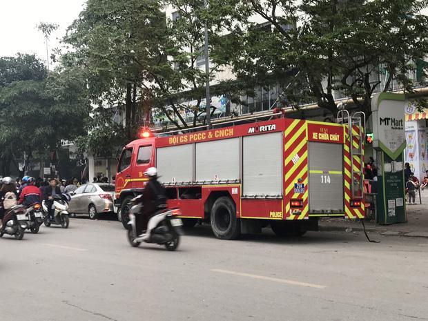 Sáng sớm, cháy lớn tại chung cư HH Linh Đàm, hàng nghìn người sợ hãi tháo chạy tán loạn-3