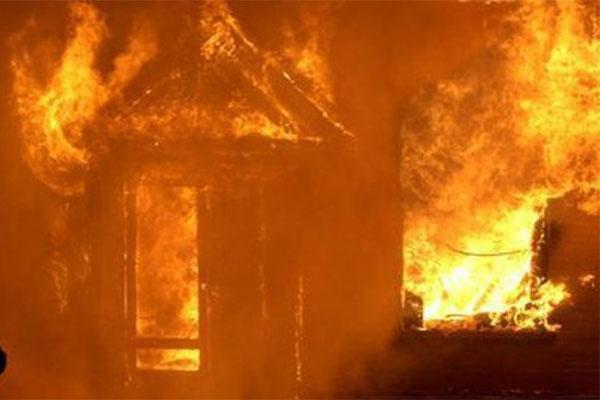 Say rượu, tự đốt nhà mình khiến hàng xóm tử vong ở Yên Bái-1