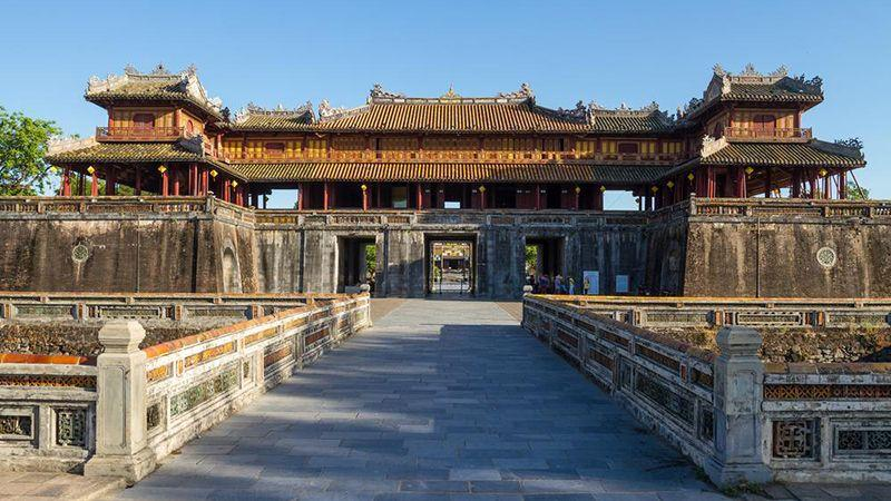 Hàng loạt địa điểm du lịch nổi tiếng miền Trung bị bủa vây trong nước lũ-1