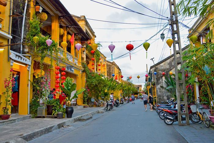 Hàng loạt địa điểm du lịch nổi tiếng miền Trung bị bủa vây trong nước lũ-4