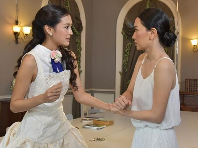 Trong ngày cưới, mẹ chồng dúi vào tay tôi một chùm chìa khóa khiến chồng thất thần-1