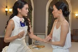 Trong ngày cưới, mẹ chồng dúi vào tay tôi một chùm chìa khóa khiến chồng thất thần