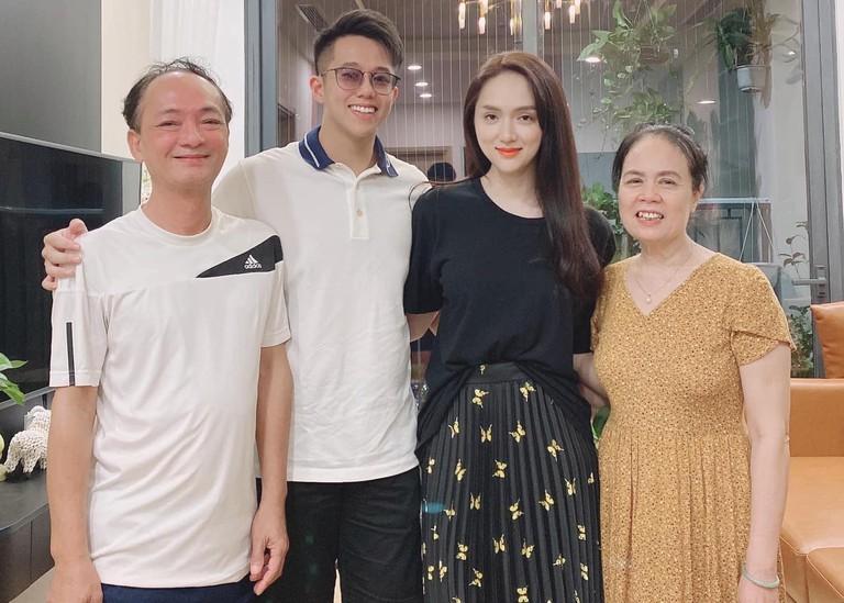Đang hẹn hò bạn trai, Hương Giang sượng toàn tập khi bố gọi Hiếu ơi-3
