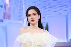 Đang hẹn hò bạn trai, Hương Giang sượng toàn tập khi bố gọi 'Hiếu ơi'