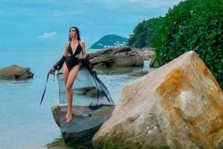 BB Trần 'cãi cha cãi mẹ' mặc bikini đi biển, body khiến hội chị em hết hồn