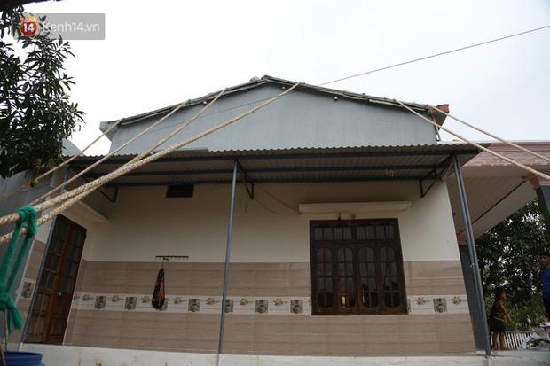 Người dân Quảng Nam đào hầm, đưa cả nhà xuống trú ẩn để tránh bão số 9-1