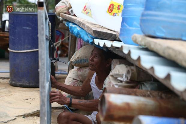 Người dân Quảng Nam đào hầm, đưa cả nhà xuống trú ẩn để tránh bão số 9-4