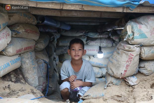 Người dân Quảng Nam đào hầm, đưa cả nhà xuống trú ẩn để tránh bão số 9-5
