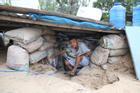 Người dân Quảng Nam đào hầm, đưa cả nhà xuống trú ẩn để tránh bão số 9